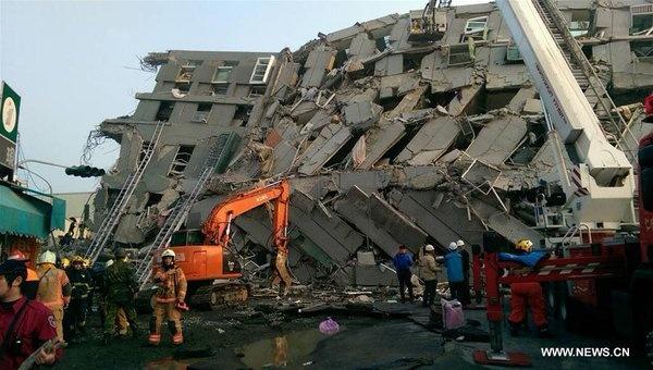 Тайвань трясет: Дома сравнялись с землей