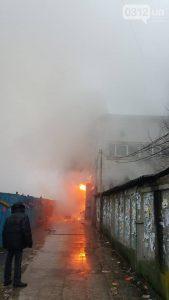 Ликвидировать пожар в торговом центре Ужгорода пытаются 70 спасателей