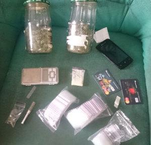 Запорожец хранил дома почти полкило марихуаны