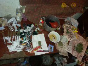 Житель Бердянска «угощал» своих гостей опиумом и марихуаной
