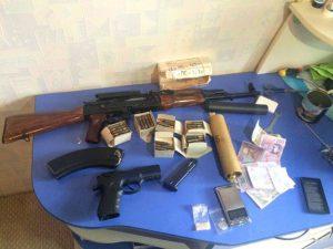 У запорожца изъяли арсенал оружия и марихуану