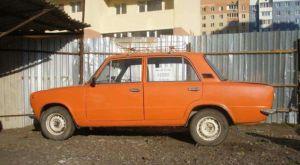 В Черниговке двое мужчин за свою работу забрали у пенсионерки автомобиль