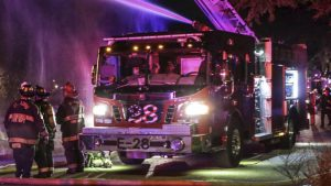 С США загорелся поезд, который вез бутан - спасатели эвакуировали 500 пассажиров