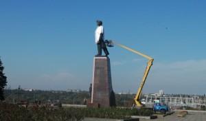 На снос декоммунизированных памятников выделят более четверти миллиона гривен