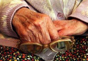 Чтобы оказать помощь пенсионерке, работникам