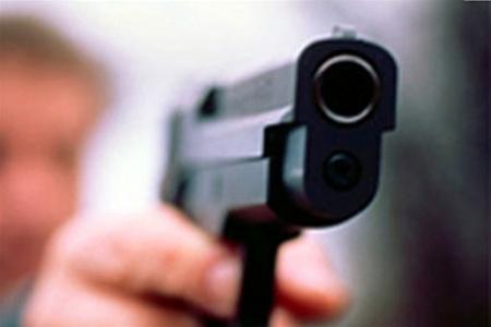 В Запорожской области водитель иномарки устроил стрельбу на стоянке и избил женщину