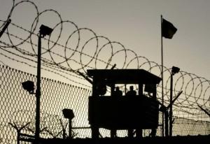 Запорожским осужденным пытались перебросить через забор три бутылки алкоголя
