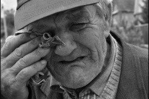 В Запорожье дедушка отказался разговаривать с мошенником, но все равно лишился денег