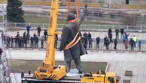 Сдался: Памятник Ленину