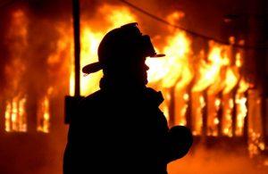 Житель Вольнянска стал свидетелем пожара и спас дом и автомобиль от огня