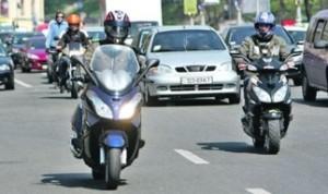 В сервисном центре МВД призывают скутеристов и мопедистов поставить на учет своих «железных коней»