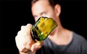 Запорожанка поссорилась с мужчиной и разбила об его голову бутылку