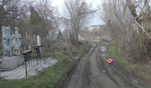 Коммунальщики отремонтируют дороги, ведущие к запорожским кладбищам