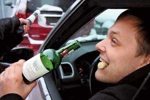 За сутки полиция выявила 10 пьяных водителей