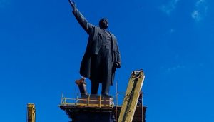 На «отпиливание» памятника Ленину строителям понадобится до 9 часов времени