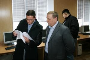 Пашков предоставил депутатам облсовета кабинет и разрешил провести проверку