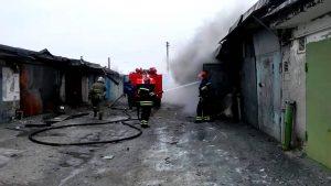 В области горел гараж с машиной