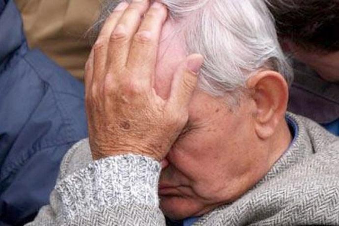 Мошенница продала дедушке пачку бумажных обрезков за 13,5 тыс грн