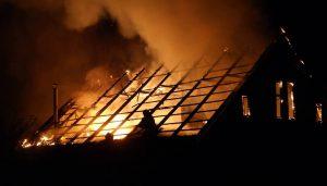 Из-за неосторожного обращения с огнем запорожец едва не остался без дома