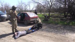 Запорожское СБУ показало видео задержания военного, торговавшего боеприпасами из зоны АТО