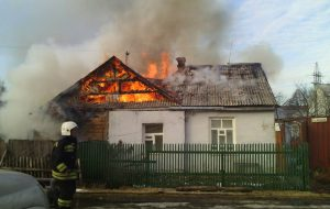 В запорожском селе горел дом и дворовая постройка