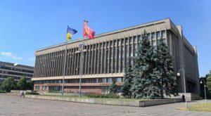 Хищение бюджетных средств: чиновник ОГА и директор частной фирмы украли на лифтах более миллиона гривен
