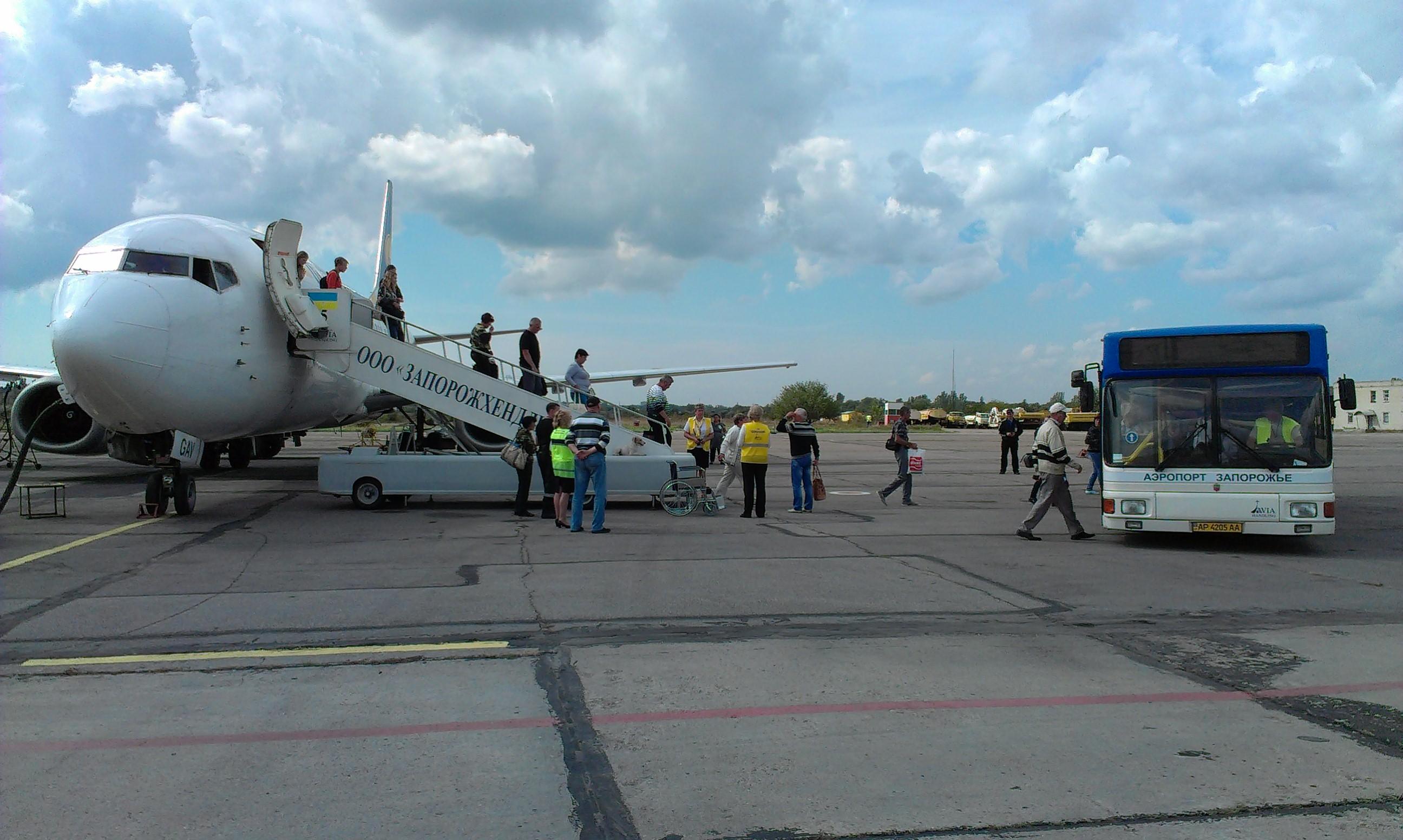 Через запорожский аэропорт турок пытался незаконно вывезти раритетные монеты - ФОТО