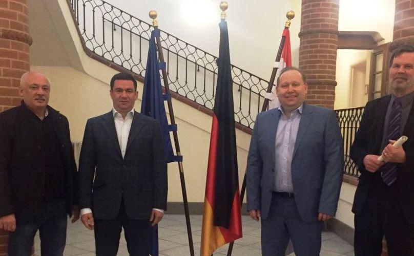 Заграница нас научит: За деньги немцев Самардак уехал в Германию учиться экономному медицинскому менеджменту