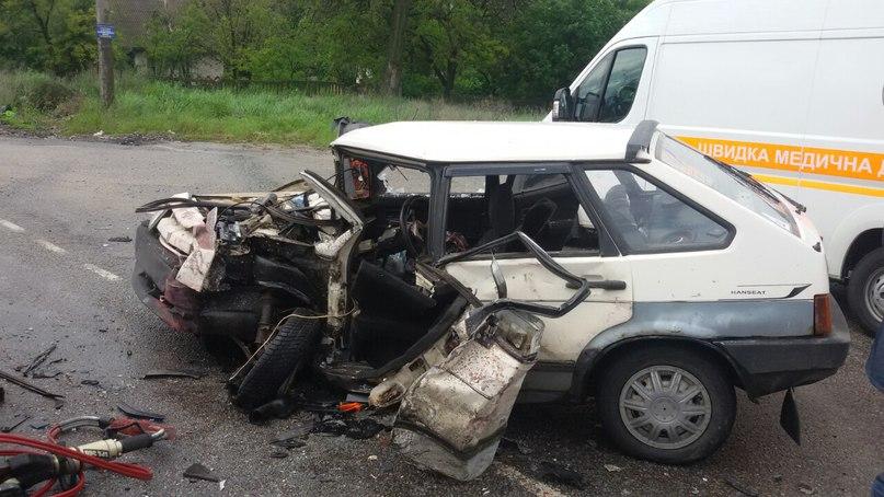 Под Запорожьем произошло жуткое ДТП – спасатели «вырезали» пострадавших из покореженных авто (ОБНОВЛЕНО)
