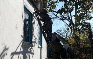 Из-за неосторожного обращения с огнем житель Запорожской области едва не остался без дома