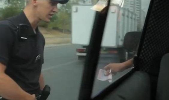 Запорожцы скинутся на вознаграждение тому, кто докажет взяточничество в новой патрульной полиции