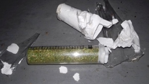 В Запорожской области подследственный пытался пронести в колонию наркотики - фото