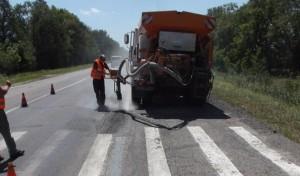 Запорожские дорожники снова ремонтируют ямы асфальтобетоном