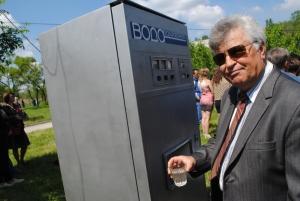 Таксофон, газировка из автомата, военный лагерь: Запорожцы отметили День Победы в одноименном парке