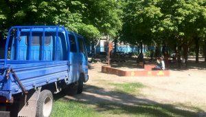 В Шевченковском районе пьяный водитель влетел в детскую площадку - фоторепортаж