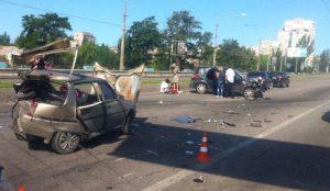 Жуткое ДТП на дамбе и неработающие светофоры парализовали центральный проспект Запорожья - фото, видео