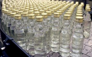 В Запорожье налоговики задержали ликеро-водочного «барона» с 300 л «катанки»