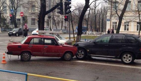 В Запорожской области ВАЗ и БМВ не поделили дорогу - погиб пассажир одного из авто
