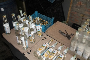 В Запорожском кафе посетителям наливали паленую водку и коньяк