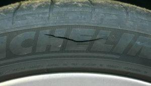 В Запорожье заместителю главы облсовета порезали колеса на автомобиле - ФОТО