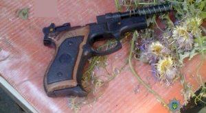 Пьяный запорожец с пистолетом цеплялся к соседям - фото