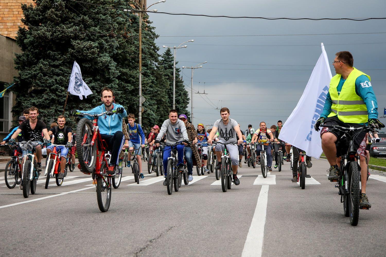Более 5 тысяч человек и 15-километровый маршрут: запорожский велодень в фотографиях