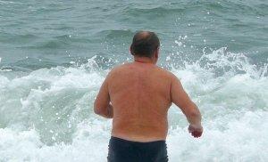 Я устал: В Кирилловке отдыхающий не смог самостоятельно выплыть из моря