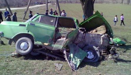 В Мелитополе столкнулись Москвич и Форд – один из водителей в реанимации