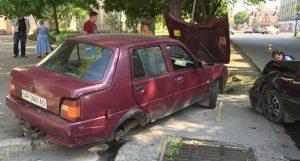 Подробности ДТП в Бердянске: Удар был настолько сильным, что у Славуты поотлетали колеса - ФОТО