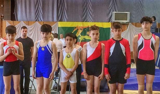 Запорожские акробаты привезли с международных соревнований несколько наград