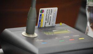 В запорожской мэрии депутаты по-прежнему голосуют методом переклички
