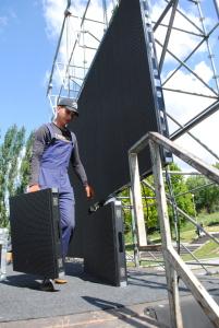 На запорожской фан-зоне появился большой экран - фото