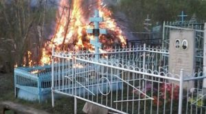 В Запорожской области вандалы подожгли несколько могил