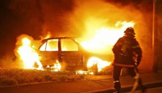 На выезде из Мелитополя произошло страшное ДТП: иномарка сгорела дотла - ВИДЕО